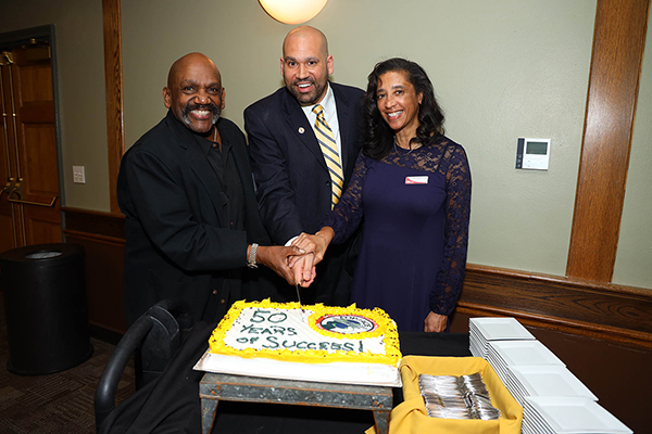 Photo of anniversary cake cutting